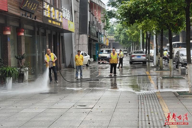 芙蓉北路街道:志愿服务大扫除 焕然一新迎端午